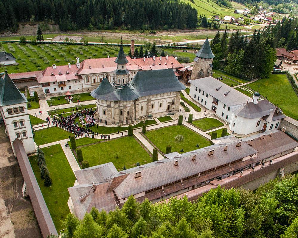 Mănăstirile din Bucovina • Putna • Suceava - Cunoaste-ti Tara